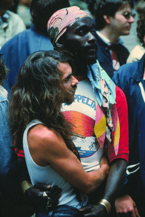 elsewheregreen: Gay Freedom Day - Couple Embracing, San Francisco, 1977 - Crawford Wayne Barton.: elsewheregreen: Gay Freedom Day - Couple Embracing, San Francisco, 1977 - Crawford Wayne Barton.