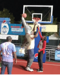 """Memes, Shaq, and Worldstar: erto NateRobinson dunks on Shaq on the set of the """"Uncle Drew"""" movie 😳👴🏀 (Via @shaq) @naterobinson @worldstar WSHH"""