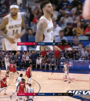 🔥 Lonzo Ball's 1st quarter! 14 PTS (4-6 3PT)  https://t.co/ekHeM4L51m: EWRL  14  NW  ROCKETS  PELICANS  13  1st Qtr  8:39  22   Seattne  SSeatek  Seatek  TeaGest  SeatGeek  17  ANC  SMO OT  22  ROCKETS  RENCH  4.  13  1st Qtr  11:31  3  PELICANS  ROCKETS 🔥 Lonzo Ball's 1st quarter! 14 PTS (4-6 3PT)  https://t.co/ekHeM4L51m