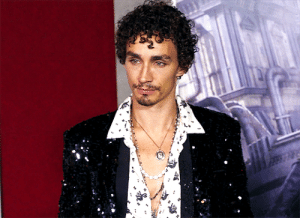 fabfrnkie:   Mortal Engines star Robert Sheehan interviewed at Los Angeles Premiere  : fabfrnkie:   Mortal Engines star Robert Sheehan interviewed at Los Angeles Premiere