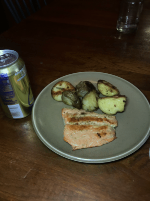 I Made myself some pan seared salmon and rosemary potatoes for lunch Feedback welcome.: Facts  SPARKLIN  NATURALA  CARBONAED  CEC  LEN I Made myself some pan seared salmon and rosemary potatoes for lunch Feedback welcome.