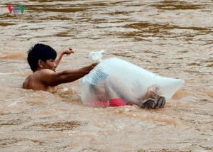 School, Asianpeoplegifs, and You: Flood.... you still have to go to school...