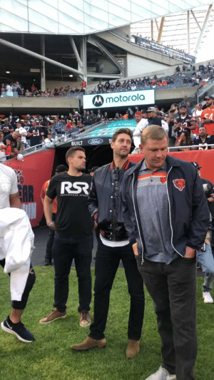Jay Cutler was on the field at a Bears/Packers game, so no one should be surprised the Packers won https://t.co/ibmksyoro1: FOR SECURITYI aS l.  paces THE LoC  Mmotorola  BUILT Ford  OCHEES Jay Cutler was on the field at a Bears/Packers game, so no one should be surprised the Packers won https://t.co/ibmksyoro1
