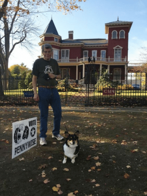 fortheloveofhorror:  stephen king outside his house with his dog, molly: fortheloveofhorror:  stephen king outside his house with his dog, molly