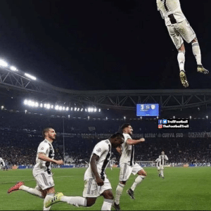 Ronaldo's goal celebration last night https://t.co/Pyuze6EJEt: fy TrollFootball  O TheFootballTroll  CURVA SUD  RUGHI ULTRA'  MAR CHERS  MAENES  tho Ronaldo's goal celebration last night https://t.co/Pyuze6EJEt