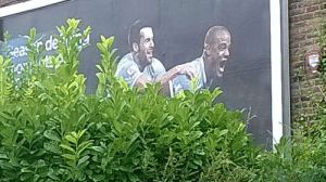 the-awesome-stuff:  Unfortunate bush placementthe-awesome-stuff.tumblr.com source: http://feedproxy.google.com/~r/ImgurGallery/~3/AsOirShq66Q/60c9KP4: Gea r de the-awesome-stuff:  Unfortunate bush placementthe-awesome-stuff.tumblr.com source: http://feedproxy.google.com/~r/ImgurGallery/~3/AsOirShq66Q/60c9KP4