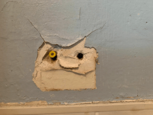Grumpy troll on a bathroom wall https://t.co/IobTW0DYeN: Grumpy troll on a bathroom wall https://t.co/IobTW0DYeN