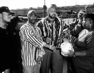 Gucci, Suge Knight, and Tumblr: gucci-flipflops:On November 21 1995 the Legendary Tupac, Tha Dogg Pound, Suge Knight and Danny Boy gave out 2000 turkeys to needy families at the Brotherhood Crusade Headquarters in Los Angeles.