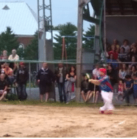 Run, Sports, and Home: H  レ Batter hits a home run with a BACKWARDS SWING! Think you can do that? 🔥🔥🔥 (via Les 4 Chevaliers)
