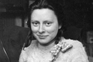 halalbarbie: bundyspooks: A picture of Freddie Oversteegen, a Dutch girl who was the unsuspecting killer of dozens of Nazis. Along with her friend Hannie and her sister Truus, the girls worked with a team from the Dutch Resistance to lure men into the woods for a promised kiss. Once they reached a remote location, the men got a bullet to the head instead. ……..Iconic : halalbarbie: bundyspooks: A picture of Freddie Oversteegen, a Dutch girl who was the unsuspecting killer of dozens of Nazis. Along with her friend Hannie and her sister Truus, the girls worked with a team from the Dutch Resistance to lure men into the woods for a promised kiss. Once they reached a remote location, the men got a bullet to the head instead. ……..Iconic
