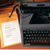 Tom Hanks sent this typewriter to artist as a thank you for sending her sketch book full of drawings from his movies 😱🙊Reddit author: Deniseespositoart: Hanx  25 Coteboler 2026  ssantneXapest to  anise aaposite  Den10e Eopeal to..  book atake tabes  yar your  of-all-these ukoms...  r..tupnvedter to do with  Here is s  whatever you need.  Make ore art:  And thanks***  ec③ cs) 俴) (ace (a)(6) l  OAC  Toa Rnaka  ⓠCW)(e) (R) (T) (Y) (U) (in to  Q)(W),E ,R,T.YiU Tom Hanks sent this typewriter to artist as a thank you for sending her sketch book full of drawings from his movies 😱🙊Reddit author: Deniseespositoart