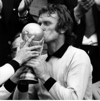 Fifa, Memes, and World Cup: Happy 73rd birthday to 1974 FIFA World Cup winner Sepp Maier! HappyBirthday Maier WorldCup Germany DieMannschaft TheCatFromAnzing @dfb_team @fcbayern