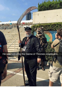 the game of thrones: He was following the Game of Thrones cosplayers...  He was followind the Game of Thrones cosplayéirs