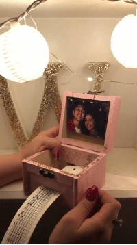Coldplay, Music, and Relatable: Her boyfriend made her a music box that plays their favorite song by Coldplay. This is the cutest thing ever 😭 https://t.co/3WZOn9Hzn0