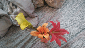 heres a tiny lily bouquet i made because im bored: heres a tiny lily bouquet i made because im bored