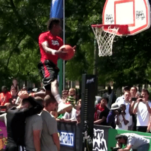 """He's 5'10"""".. He gets his head is above the rim while casually jumping over 3 people.. Insane 👀👀 https://t.co/eUA6Rbqz8L: He's 5'10"""".. He gets his head is above the rim while casually jumping over 3 people.. Insane 👀👀 https://t.co/eUA6Rbqz8L"""