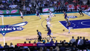 Miles Bridges has BOUNCE😤  🎥 @FOXSportsSouth  https://t.co/VaGRYr7tr1: HETS  LO  Spa  BULLS  HORNETS  3rd Qtr  5:27  22  74  77 Miles Bridges has BOUNCE😤  🎥 @FOXSportsSouth  https://t.co/VaGRYr7tr1