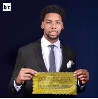 The 76ers have the NBA Draft Lottery's golden ticket, a 25% chance at the No. 1 pick, after locking up the NBA's worst record tonight. 😭😭😭: hr  NBA  GOLDEN TICKET  GREETINGS TO YOU, THE LUCKY FINDER OF THIS  GOLDEN TICK  FROM MR. WILLY woNKAL  PRESENT THIS TICKET ATTHE FACTORY GATESAT TEN ocLocx  THE MORNING OF THE TIRSTDAY OF ocTO  AND DO NOT  DER BE YOU MAY TRING WITH YOU ONE MEMBER or YOUR  await YOU The 76ers have the NBA Draft Lottery's golden ticket, a 25% chance at the No. 1 pick, after locking up the NBA's worst record tonight. 😭😭😭