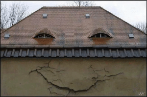 I wonder what's going on under that roof..: I wonder what's going on under that roof..