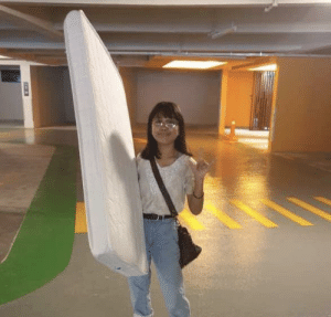 idk but this picture of me (4'10) carrying a 20kg mattress with one hand just makes me feel so powerful: idk but this picture of me (4'10) carrying a 20kg mattress with one hand just makes me feel so powerful