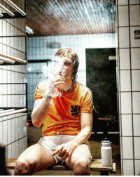 "Football, Life, and Memes: Illa  T Johan Cruyff: ""I've had two addictions in my life; smoking & playing football."""