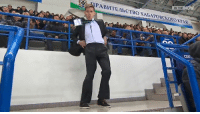 This security guard's taking half-time dance shows to the next level!  Credit: http://www.khl.ru/: IN THE  :3,UPA BnTE/lbCTBOXABAPOBCKoroKPAR  CEKi、 This security guard's taking half-time dance shows to the next level!  Credit: http://www.khl.ru/