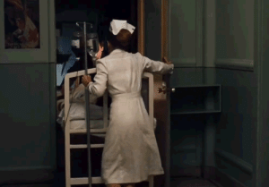 In The Godfather (1972), during the hospital scene Marlon Brando gets his hand stuck in the door yet he does not make a single sound in order to not ruin the take. This just shows how determined actor he was coz if u ever had ur hand stuck in a door ,even ur neighbors can hear the sounds u make.: In The Godfather (1972), during the hospital scene Marlon Brando gets his hand stuck in the door yet he does not make a single sound in order to not ruin the take. This just shows how determined actor he was coz if u ever had ur hand stuck in a door ,even ur neighbors can hear the sounds u make.