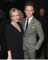 JK Rowling and Eddie Redmayne at the Fantastics Beasts and Where to Find Them premiere ✌🏼 HarryPotter: ITC  FIND THEM JK Rowling and Eddie Redmayne at the Fantastics Beasts and Where to Find Them premiere ✌🏼 HarryPotter