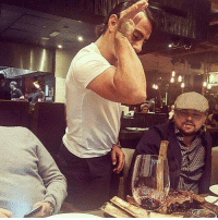 Dank, Leonardo DiCaprio, and 🤖: j Salt Bae seasons Leonardo DiCaprio's steak: http://bit.ly/2kxJx8A