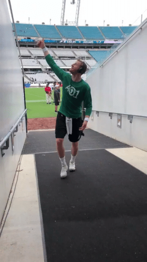 Philadelphia Eagles, Love, and Memes: JAGUARS L  EAGLES  SACK ONa RT @Eagles: Carson Wentz showing love to #EaglesEverywhere!  #PHIvsJAX https://t.co/3kC5PuqUVB
