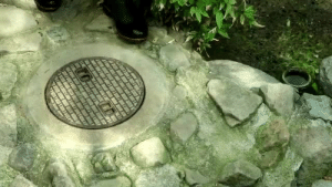 jhameia: tastefullyoffensive: Same. (via matsuda98) the tilting of the manhole cover back into place is what makes this video : jhameia: tastefullyoffensive: Same. (via matsuda98) the tilting of the manhole cover back into place is what makes this video