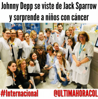 Johnny Depp, Memes, and Cancer: Johnny Depp se viste de lack Sparrow  y sorprende a niños con cáncer  #Internacional OULTIMAHORACOL Lee esta noticia completa en @ultimahoracol. Para estas y otras noticias de actualidad ingresa a @ultimahoracol
