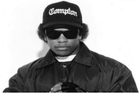Eazy E, Memes, and Eazy: Jompton Newhaven Town Council will erect a memorial bench in memory of Eazy-E. Real recognises real. 👊🏻