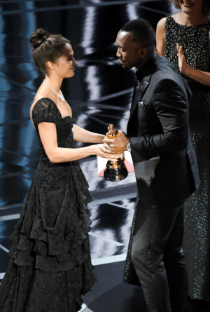 kit-harington: Mahershala Ali accepts Best Supporting Actor for 'Moonlight' from actor Alicia Vikander onstage during the 89th Annual Academy Awards at Hollywood & Highland Center on February 26, 2017 in Hollywood, California.: kit-harington: Mahershala Ali accepts Best Supporting Actor for 'Moonlight' from actor Alicia Vikander onstage during the 89th Annual Academy Awards at Hollywood & Highland Center on February 26, 2017 in Hollywood, California.