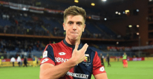 """Krzysztof Piątek: """"I had no idea who my team-mates at Genoa were when I signed, so I turned on my PlayStation and looked them up on FIFA."""" https://t.co/khbxyVtN21: Krzysztof Piątek: """"I had no idea who my team-mates at Genoa were when I signed, so I turned on my PlayStation and looked them up on FIFA."""" https://t.co/khbxyVtN21"""