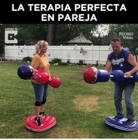 News, Via, and Viral: LA TERAPIA PERFECTA  EN PAREJA  CATERS TV  RECREO  VIRAL Ellos no acabarán por divorciarse ¡Lo están previniendo! 😂🥊  Credit: Caters News vía AP