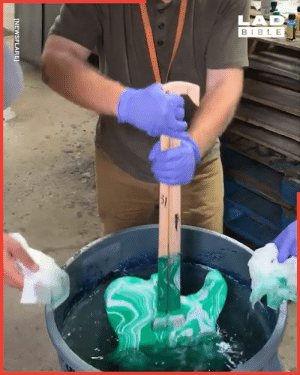 Hydro dipping is so cool. This design is called the 'Shamrock Shake' 👏🏻🎸: LAD  BIBLE  51  [NEWSFLARE Hydro dipping is so cool. This design is called the 'Shamrock Shake' 👏🏻🎸