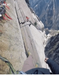 Dank, China, and 🤖: LAD This hike in China is NOT for the faint-hearted 😱