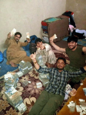 Club, Social Media, and Tumblr: laughoutloud-club:  Robbery gang shares their successes on social media and gets arrested (Pakistan)
