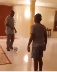 (Legend Clarence Seedorf has been appointed as the new manager of Deportivo La Coruña). Here's him tricking his son😁⚽️: (Legend Clarence Seedorf has been appointed as the new manager of Deportivo La Coruña). Here's him tricking his son😁⚽️
