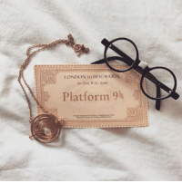 Memes, London, and 🤖: LONDON TO HOG WARTS  fet ONE MAY  Platform 9 First post if this theme. Yay.