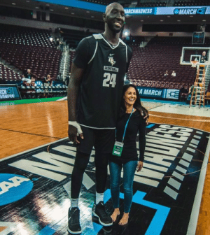 "Fall, Sports, and Cbs: MADNESS  MARCHC  24 LA 'A MARCH 1 7'6"" Tacko Fall next to 5'2"" reporter Tracy Wolfson 😲  (via CBS Sports)"
