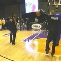 Memes, Shaq, and 🤖: mass  Schick Jason Williams sick practice pass before the 2000 Rookie Challenge, where he pulled off his famous elbow pass.   Watch his son, Jaxon, do the elbow pass against Shaq's son: http://bit.ly/2jec7dA