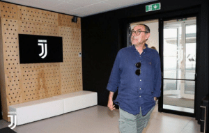 "Maurizio Sarri:  ""I had the good fortune to coach Chelsea, a club that has become very important in recent years, but Juventus is different. Here the story is 100 years old, in Chelsea it started about 20 years ago.""  Savage. 😂🤣 https://t.co/EUjudbffsv: Maurizio Sarri:  ""I had the good fortune to coach Chelsea, a club that has become very important in recent years, but Juventus is different. Here the story is 100 years old, in Chelsea it started about 20 years ago.""  Savage. 😂🤣 https://t.co/EUjudbffsv"