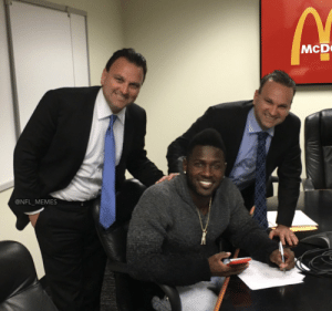 BREAKING: Antonio Brown signs contact with McDonald's after being released by the Patriots and not being able to find team that wants him. The deal is reportedly the largest in McDonald's history, at $17.50 an hour. https://t.co/Nx1ehDBxeZ: McD  @NFL_MEMES BREAKING: Antonio Brown signs contact with McDonald's after being released by the Patriots and not being able to find team that wants him. The deal is reportedly the largest in McDonald's history, at $17.50 an hour. https://t.co/Nx1ehDBxeZ