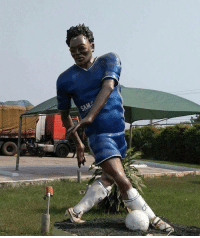 Michael Essien is the lastest player to have a terrible football statue made 😂✋🏽⚽️ Statue Ugly WTF Essien ThatFace: Michael Essien is the lastest player to have a terrible football statue made 😂✋🏽⚽️ Statue Ugly WTF Essien ThatFace
