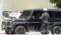 """ KendrickLamar got pulled over in Bev Hills Friday afternoon, but it won't ruin his weekend. Our photographer spotted Kendrick in the driver's seat of a black G-Wagon that happened to have just been pulled over by BHPD. It's clear the superstar was humble, and did NOT play the ""don't you know who I am"" card. We know this because the officer called in Kendrick's info to dispatch - you can hear it on the radio. In the end though ... he drove off without a dreaded yellow slip of paper. The cop let him off with a warning. While Kendrick was tight-lipped about why he was stopped ... the cop clued us in. It's good to be the Kendrick. For sooo many reasons."" 👀👮 @tmz_tv WSHH: ML "" KendrickLamar got pulled over in Bev Hills Friday afternoon, but it won't ruin his weekend. Our photographer spotted Kendrick in the driver's seat of a black G-Wagon that happened to have just been pulled over by BHPD. It's clear the superstar was humble, and did NOT play the ""don't you know who I am"" card. We know this because the officer called in Kendrick's info to dispatch - you can hear it on the radio. In the end though ... he drove off without a dreaded yellow slip of paper. The cop let him off with a warning. While Kendrick was tight-lipped about why he was stopped ... the cop clued us in. It's good to be the Kendrick. For sooo many reasons."" 👀👮 @tmz_tv WSHH"
