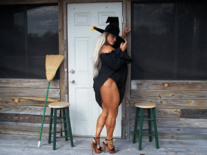 muscularfemalescosplay:  A witch needs muscles to ride a broom ☺: muscularfemalescosplay:  A witch needs muscles to ride a broom ☺