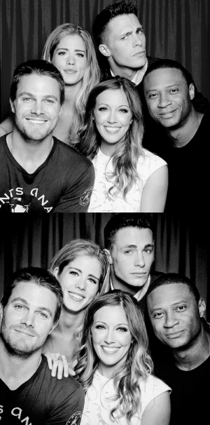 belledearie:  Stephen Amell, Emily Bett Rickards, Colton Haynes, Katie Cassidy and David Ramsey strike a pose in the Comic Con 2014 photo booth: NES  ANA belledearie:  Stephen Amell, Emily Bett Rickards, Colton Haynes, Katie Cassidy and David Ramsey strike a pose in the Comic Con 2014 photo booth