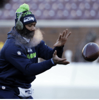 Warmup temperatures were -11 degrees in Minnesota, but Seahawks' QB Russell Wilson didn't think gloves were necessary. ⛄️⛄️⛄️: NFL  AAN Warmup temperatures were -11 degrees in Minnesota, but Seahawks' QB Russell Wilson didn't think gloves were necessary. ⛄️⛄️⛄️